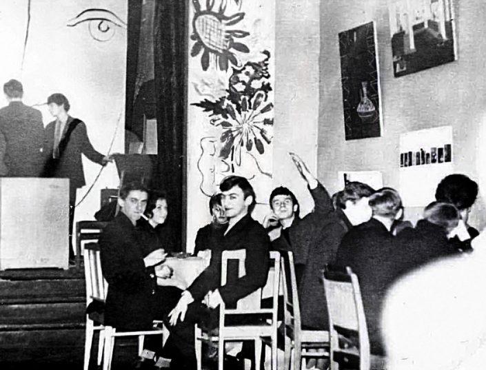 1966 г. - отмечание 8 марта в столовой училища. Э.Лилинштейн, Н. Пашукова, Бельский, Л.Кузьмов. На сцене - Амстиславский